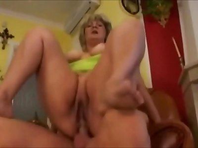 FAT BLONDE IN ANAL